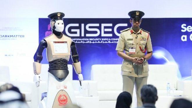 Dubai politie-robot.jpg