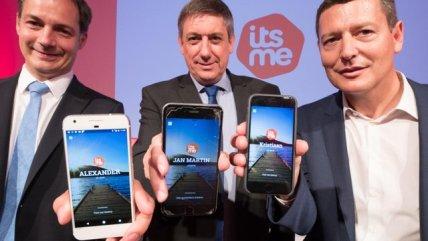 Alexander De Croo, Jan Jambon en Kris De Ryck, de CEO van het bedrijf